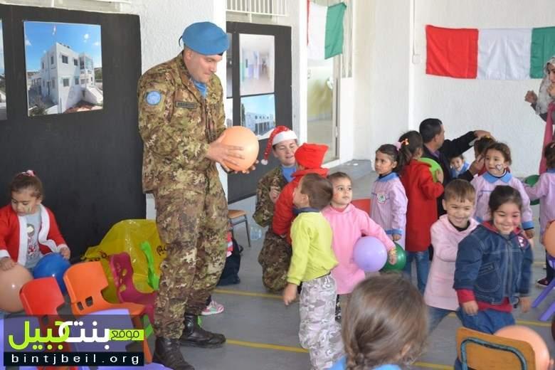 هدايا الميلاد من اليونيفيل الإيطالية للأطفال