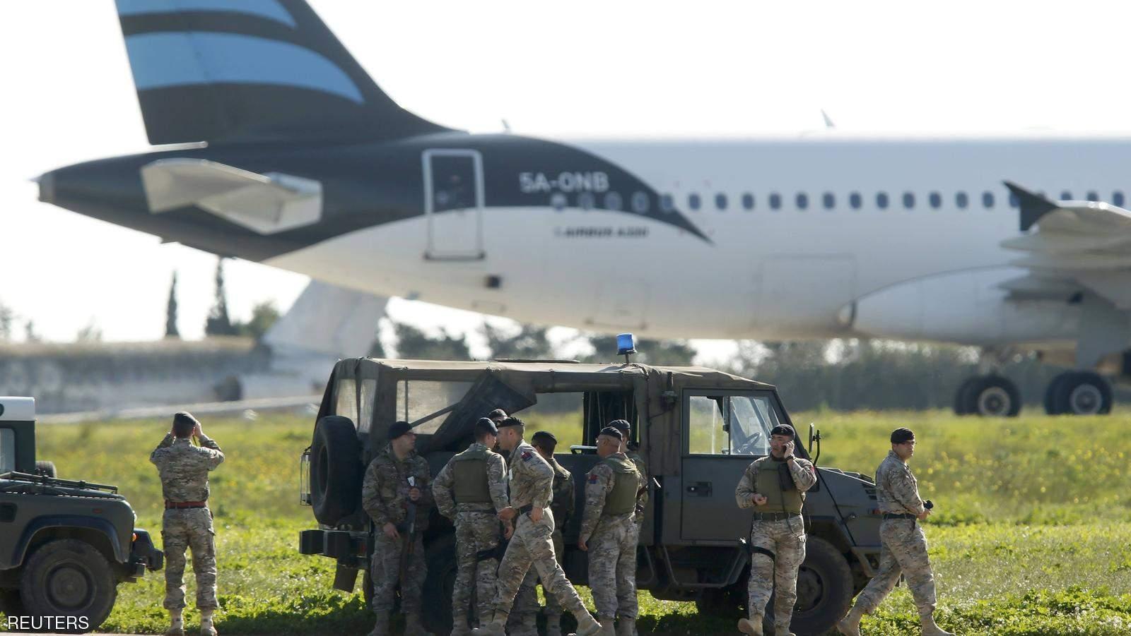 إطلاق سراح دفعة أولى من ركاب الطائرة الليبية المختطفة