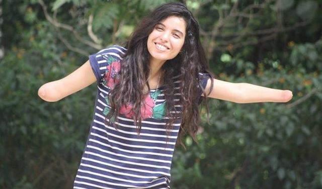 فتاة مغربية دون يدين تُحفز الناس على تحقيق أحلامهم