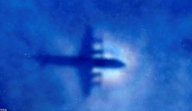 """""""لغز جديد"""" للطائرة الماليزية المفقودة بمنزل الطيار!!"""