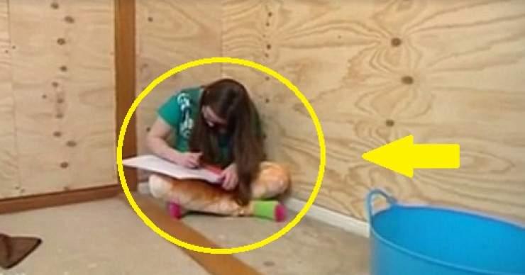 بالصور: أم تحبس ابنتها في صندوق خشبي لحمايتها.. والسبب!