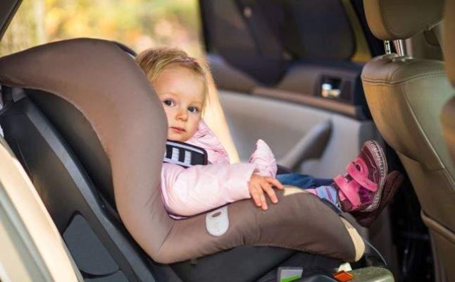 تركُ الأطفال في السيارة بمفردهم.. جهلٌ أم تجاهُل