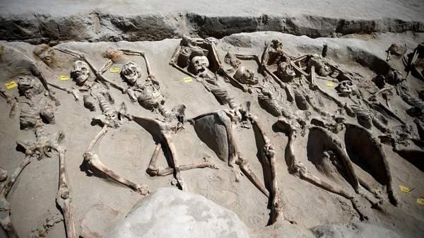 بالصور.. مقبرة جماعية عمرها أكثر من 3000 عام تحير العلماء