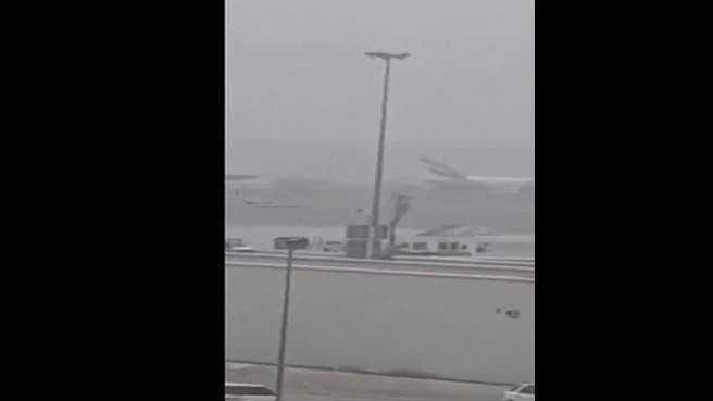 بالفيديو / لحظة انفجار الطائرة الأماراتية في مطار دبي