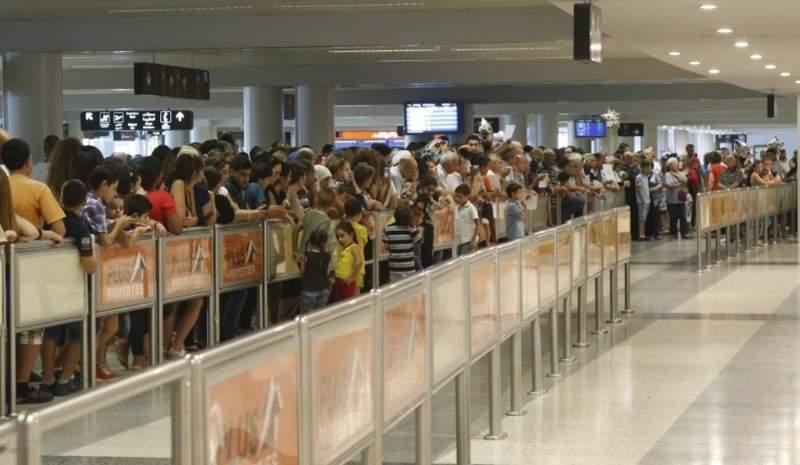 """""""تاكسي المطار"""" وجه جديد لاستقبال الوافدين إلى لبنان"""
