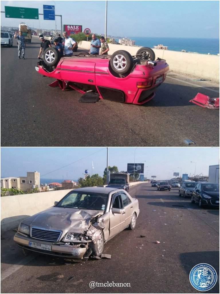 انقلبت السيارة و نجا السائق في حادث سير على اوتوستراد الرميلة