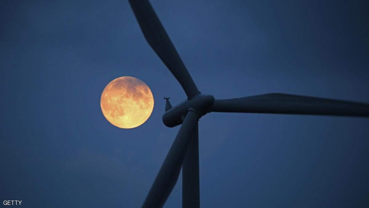 """إنجاز غير مسبوق.. دولة تنتج كهرباء يوم كامل من """"الرياح"""""""