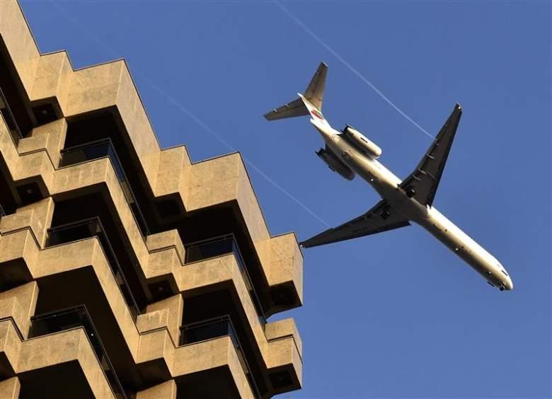 ما هو سر الطائرات فوق بيروت؟
