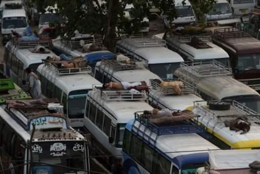 مقتل 16 شخصا في باكستان اثر سقوط حافلة في واد