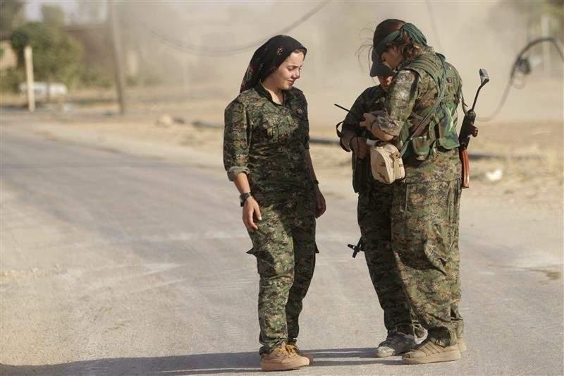 """رجالهم ذبحوا وأطفالهم خطفوا.. نساء يقاتلن """"داعش"""