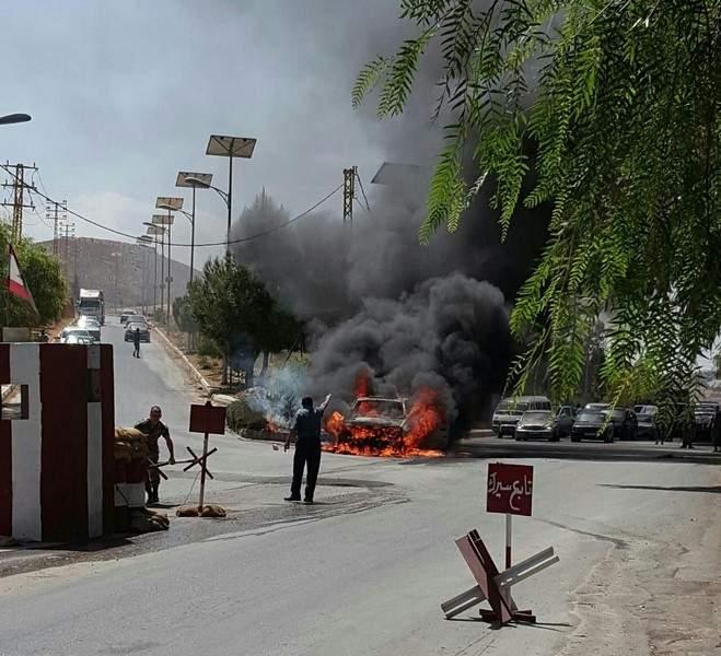 حريق مفاجىء بسيارة سبب زحمة سير خانقة عند نهر العاصي