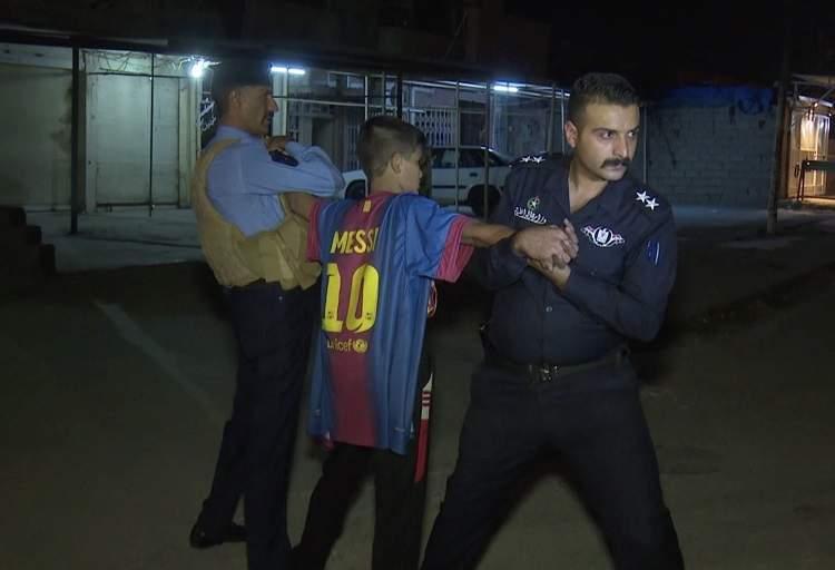 بالفيديو والصور / لحظة القبض على صبي انتحاري حاول تفجير حسينية للشيعة في العراق