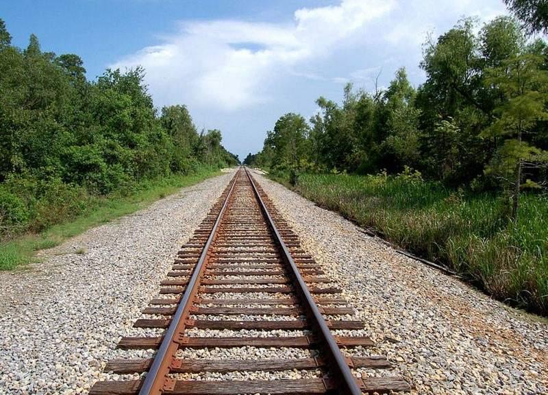 لماذا يتمّ وضع الحصى أسفل مسارات القطارات؟