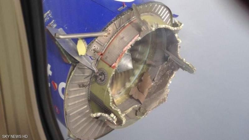 """هلع بطائرة أميركية بعد رؤية محركها """"يتفكك"""""""