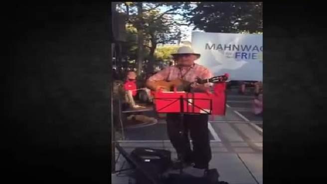 بالفيديو / ألماني يغني لعلي الديك وسط فرانكفورت