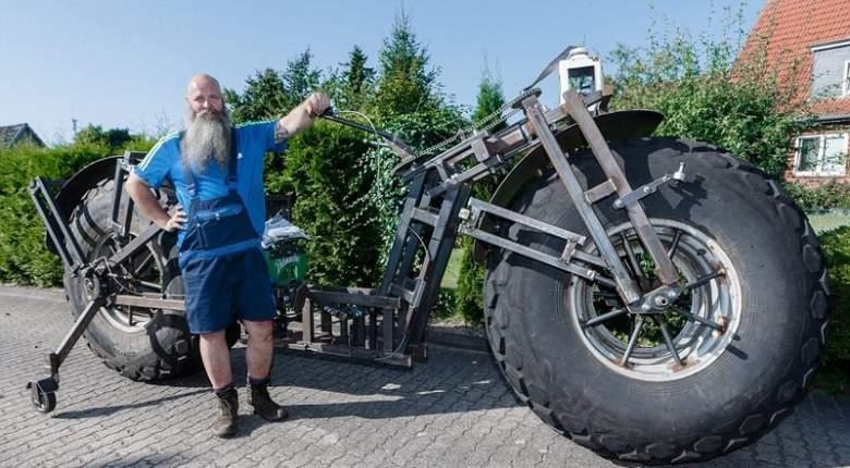 دراجة هوائية ضخمة تبحث عن سائق.. فهل من متطوع؟