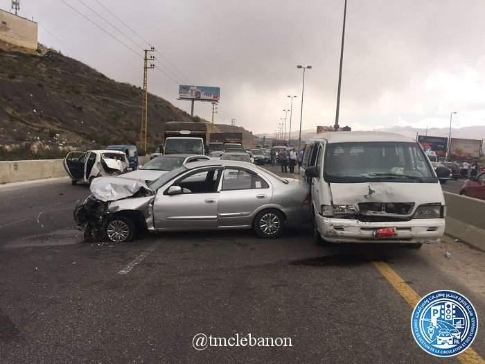 قتيلان و جريح في حادث تصادم بين 5 مركبات على جسر المديرج - ضهر البيدر