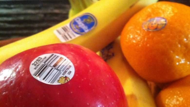 لهذا توضع الملصقات الصغيرة على الفواكه و الخضروات