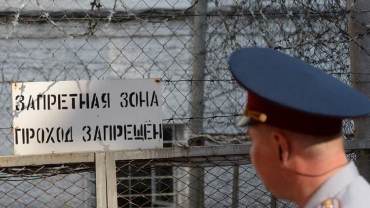 محتال سرق أموال رجال الأمن و موظفي الدولة من سجنه
