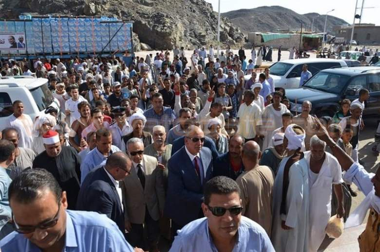 بالصور.. 200 ألف زائر يحجون إلى جبل حميثرة بالبحر الأحمر