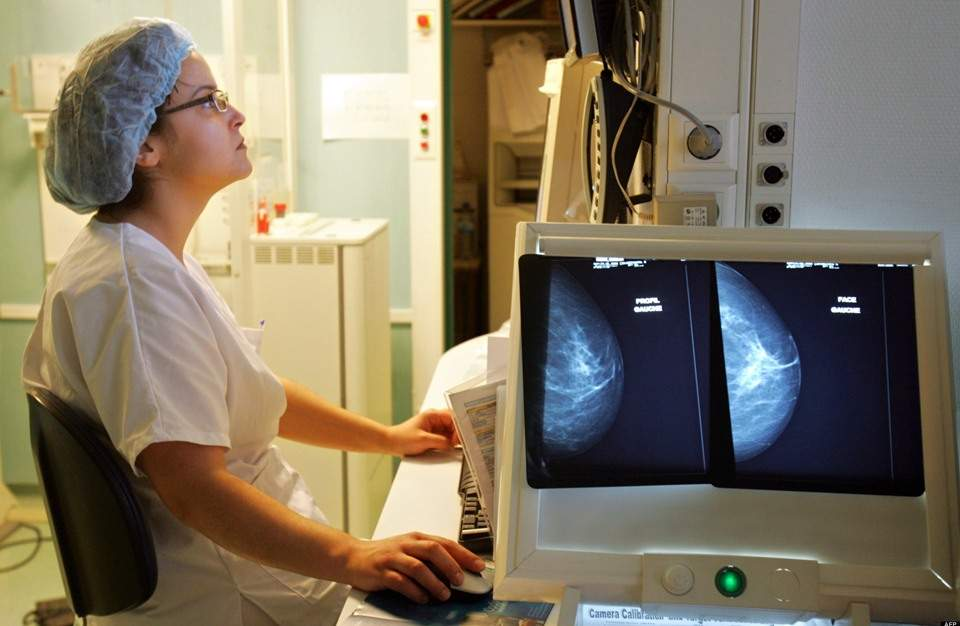 """طبيب نمساوي يتوصل لـ""""عصير"""" يعالج السرطان في 42 يوما"""