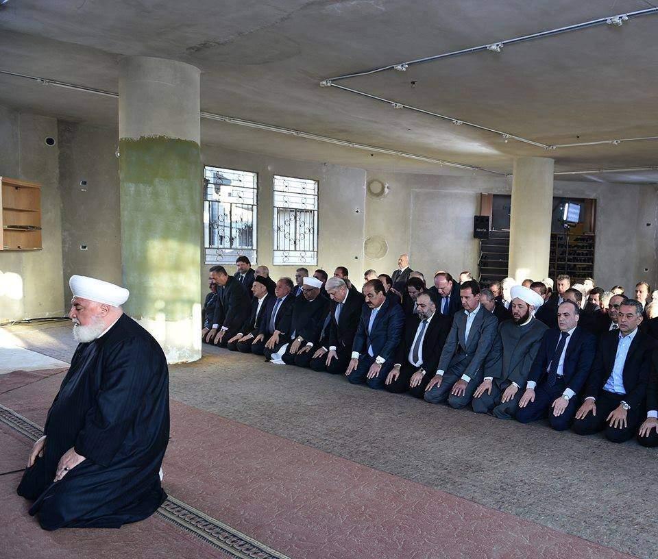 بالفيديو - هذا ما حصل مع الرئيس الأسد خلال صلاة العيد!
