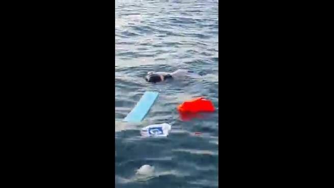 بالفيديو.. اللحظات الأولى لغرق المركب السياحي في صيدا