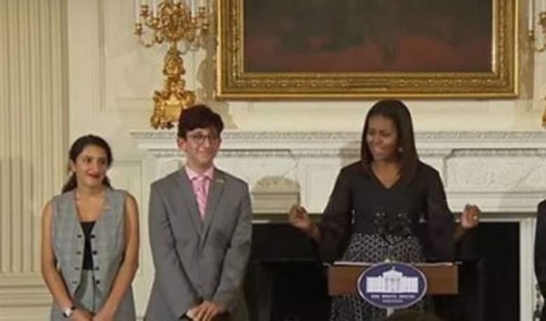 بالصور.. طالبة لبنانية يكرمها البيت الأبيض