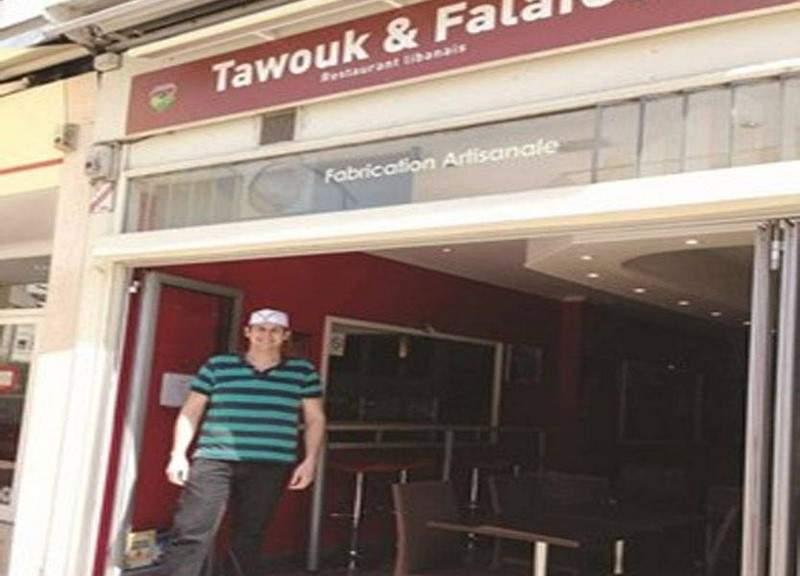 """بنكهة جنوبيّة... أبو غيدا يقدم للفرنسيين """"طاووق وفلافل""""!"""