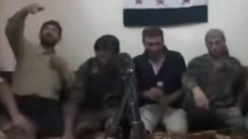 """بالفيديو.. """"سيلفي"""" يفجّر مسلحين سوريين اثناء جلسة غناء!"""