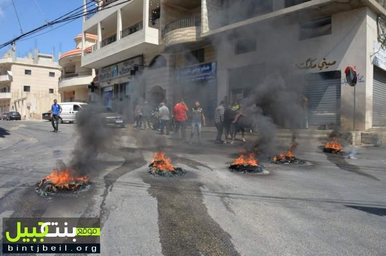 قطع الطريق في بنت جبيل احتجاجاً على تسرّب المجارير