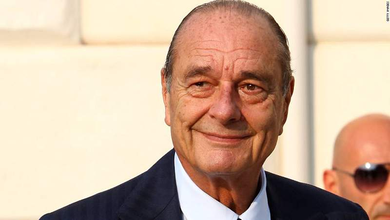نقل الرئيس الفرنسي الأسبق جاك شيراك إلى المستشفى