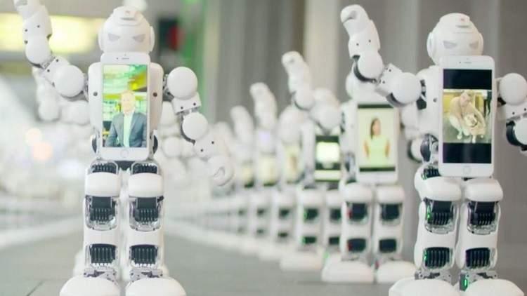 بالفيديو/ جيش من الروبوتات الراقصة في انتظار آيفون 7