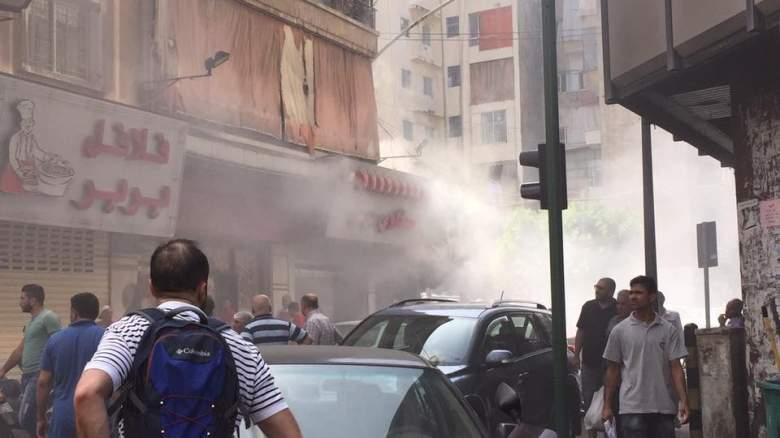 بالصور / إندلاع حريق كبير في  مطعم بربر بشارع الحمرا وعناصر من الدفاع المدني تعمل على إخماده