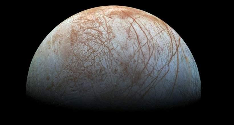 ناسا تفجّر مفاجأة كبيرة الإثنين حول قمرٍ قابل للحياة