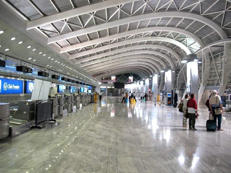 محتال يقضي 18 يوما من الرفاهية في المطار