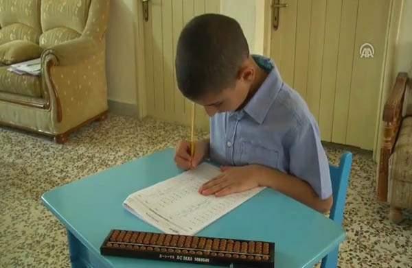 """""""العبقرينو"""".. طفل لبناني باهر...ما قصته؟"""