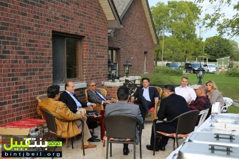 رجل الأعمال اللبناني قاسم بيضون أقام في دارته وليمة على شرف الأمين العام الأسبق لجامعة الدول العربية عمرو موسى