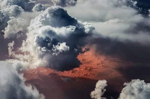 بالصور/ طيار ينشر لقطات نادرة من الجو