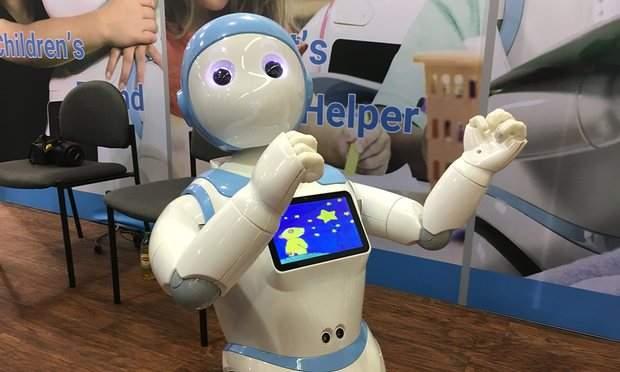 بالفيديو/ روبوت صيني للأطفال يثير مخاوف الخبراء