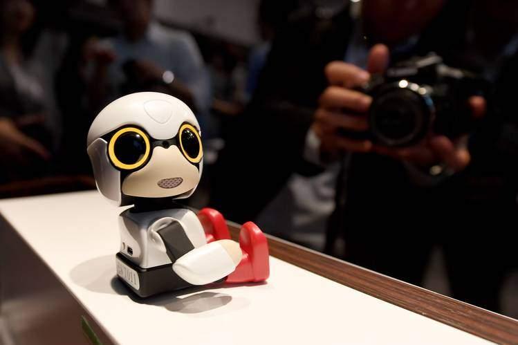 """بالفيديو/ """"تويوتا"""" تطلق روبوتاً بحجم كوب القهوة للدردشة"""