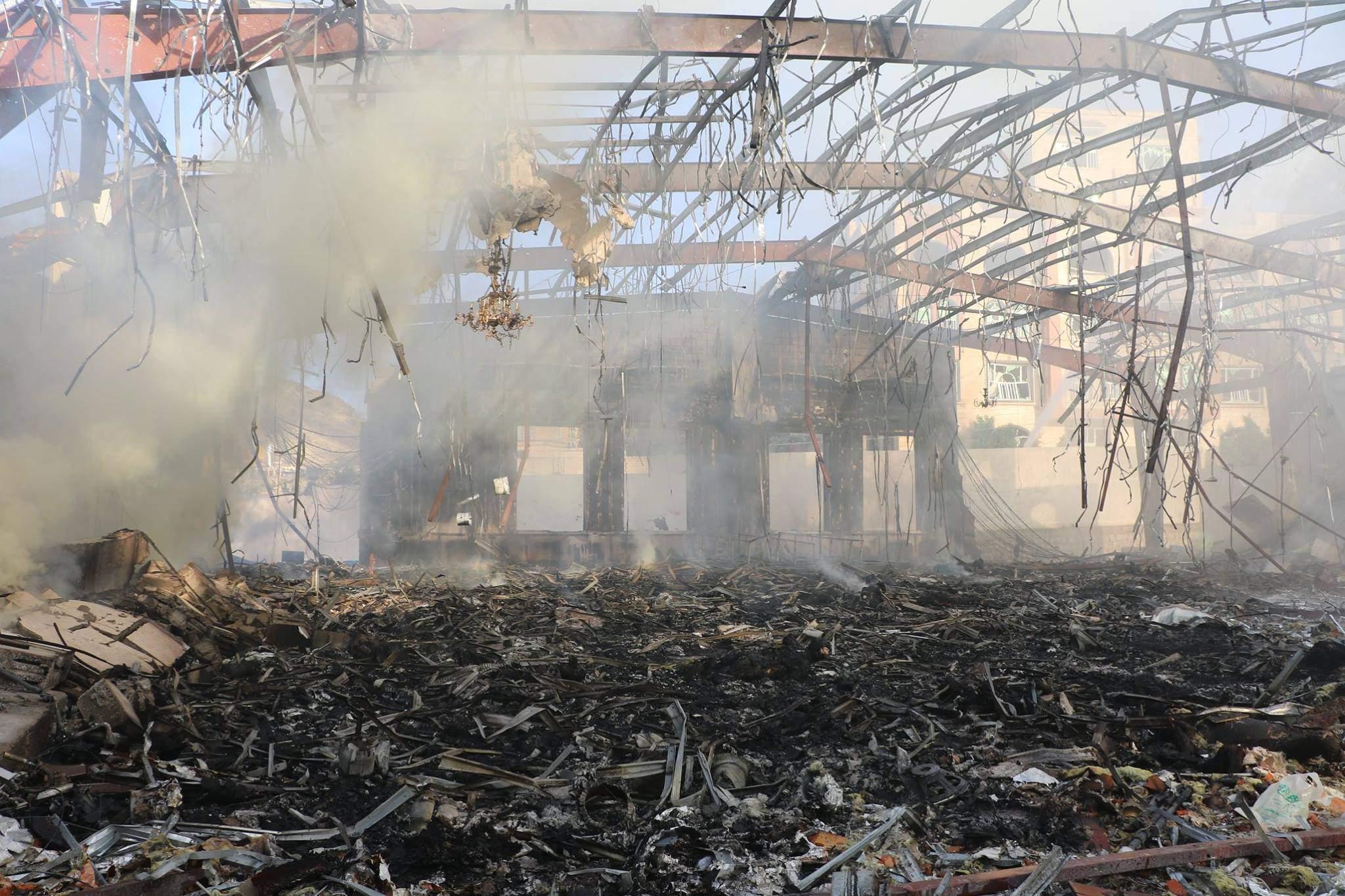 مصدر طبي يمني: ارتفاع عدد ضحايا غارات التحالف السعودي على صالة العزاء في صنعاء الى أكثر من 700 قتيلا وجريحا