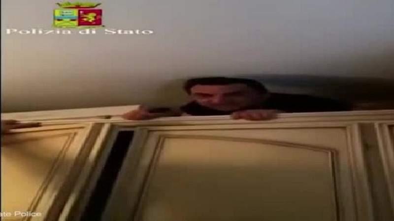 بالفيديو .. زعيم مافيا إيطالي يختبئ 5 سنوات وراء دولاب