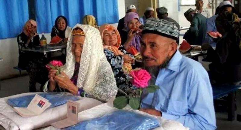 بعد رفضه مرات عدة... معمّرة صينية تتزوّج رجلاً عمره 71 عاماً