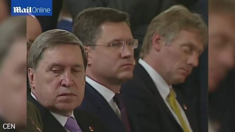 """بالفيديو.. المتحدث باسم بوتين """"نائم"""" أثناء لقاء أردوغان"""