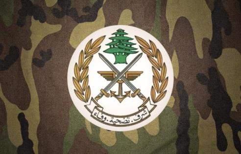 الجيش: شخصان ملثّمان يستقلّان دراجة نارية في بلدة عرسال أقدما على إطلاق النار من سلاحين حربيين باتجاه الرقيب أوّل خالد عز الدين