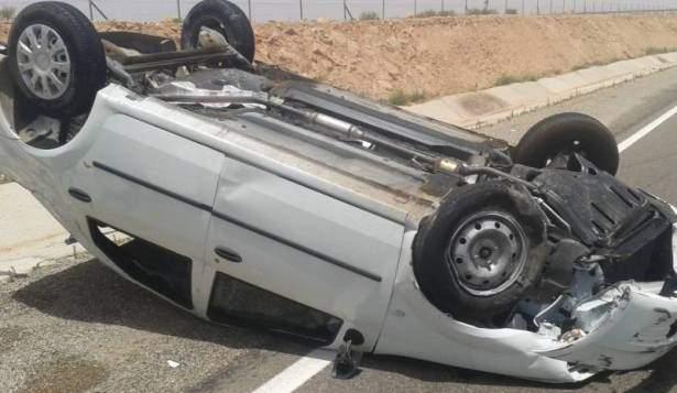 اصطدام سيارة مسروقة بفان ركاب في البقاع
