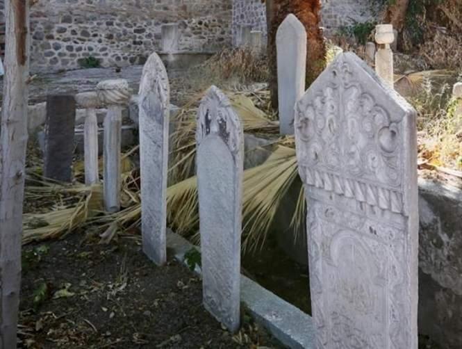 جملٌ على قبرها تكشف سرّ موتها