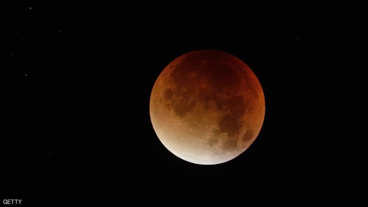 """لا تفرط بها...فرصة نادرة لرؤية """"القمر السوبر"""""""