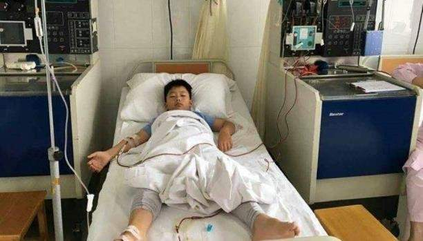 طفل يكسب وزناً لإنقاذ والده.. إليكم قصته المؤثرة